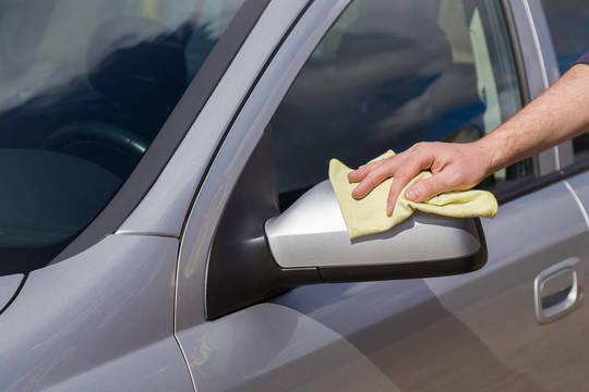 Effectuez le nettoyage d'une voiture via Frizbiz