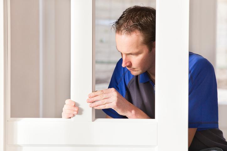 Comment réparer le vitrage d'une porte d'entrée ?