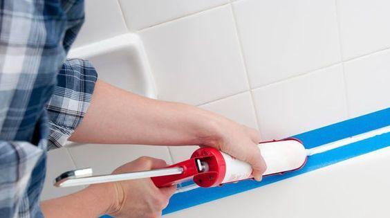 Comment poser un joint de salle de bain en silicone ?