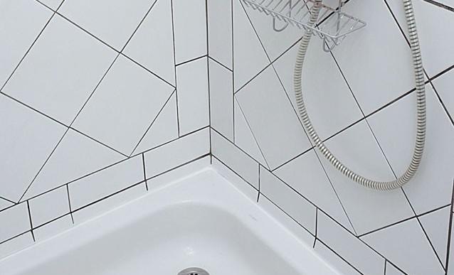 Comment refaire les joints d'une douche ?