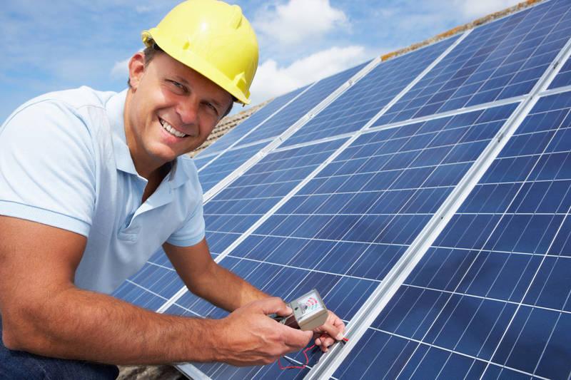 Quels sont les avantages d'un panneau solaire dans le jardin ?