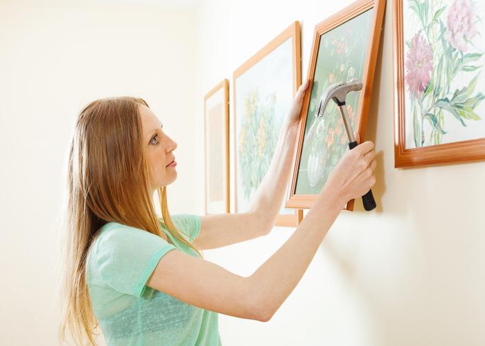 Quelles sont les façons d'accrocher un tableau au mur ?