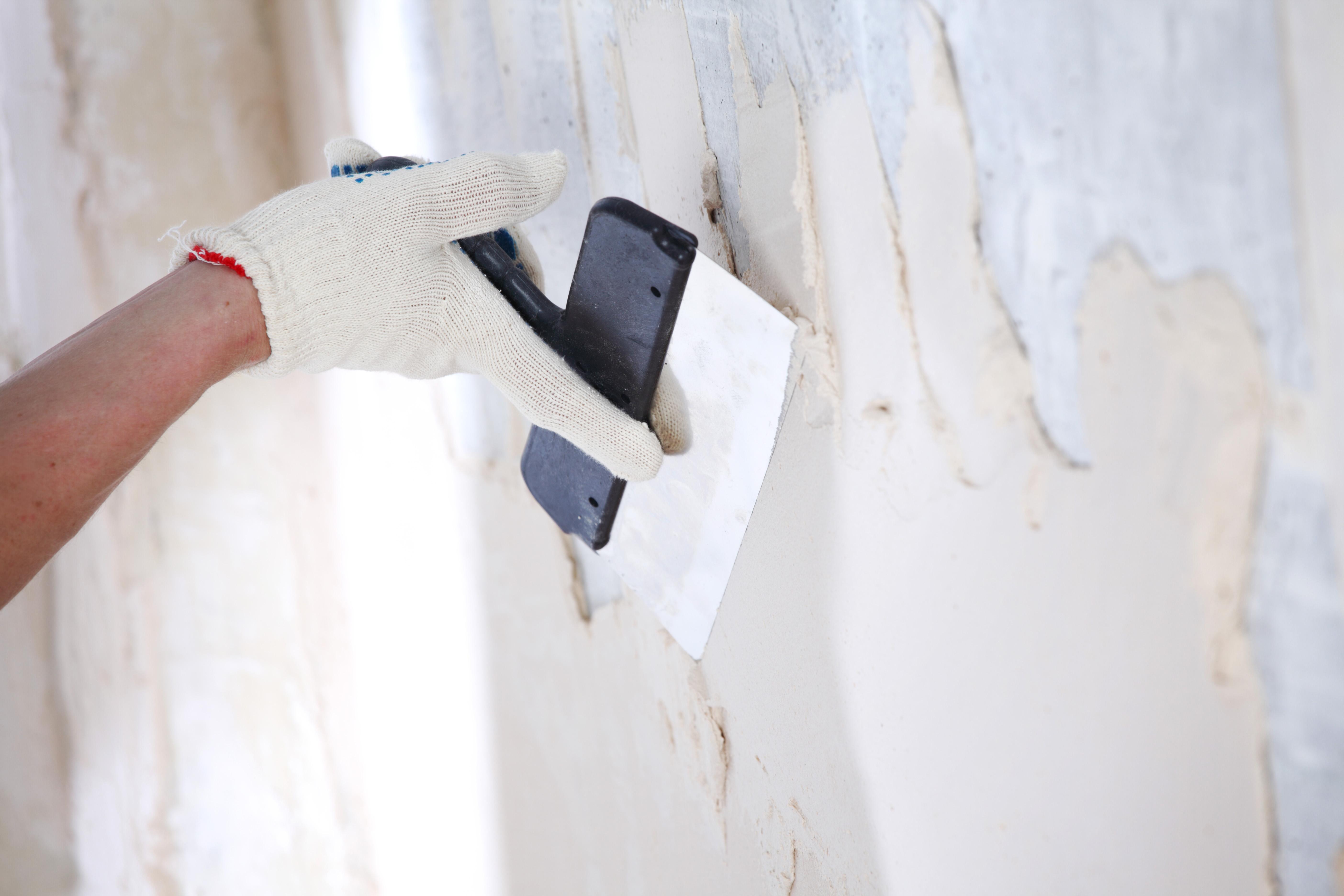 Toile À Enduire Plafond comment enduire un mur en plâtre abîmé ?