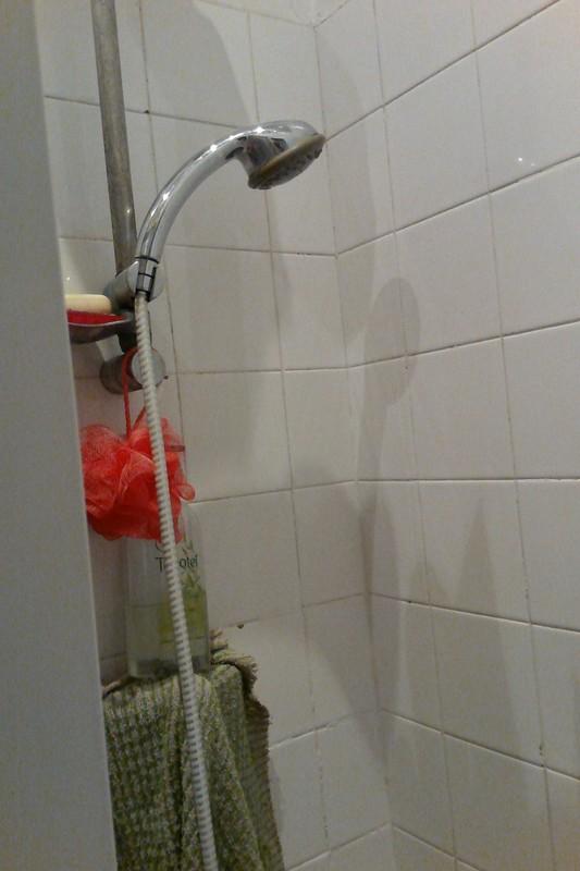 Refaire les joints du carrelage de la douche, Paris 14, Pose et retrait de carrelage mural ...